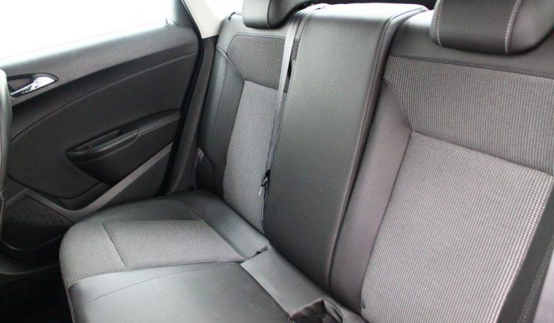 Opel Astra J Sedan full